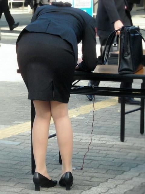 まだ若い新入社員に見える素人OLの後ろ姿の街撮り盗撮エロ画像 1028
