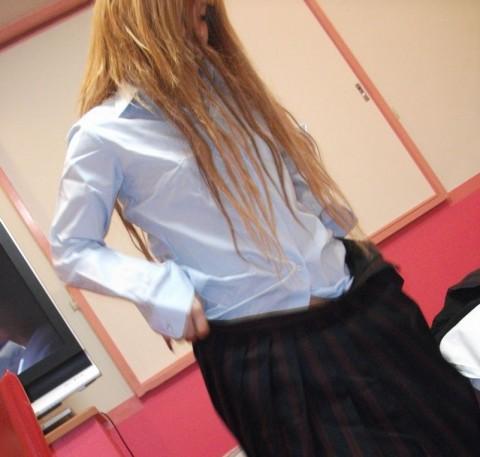 デリヘル嬢のパイパンギャルにJKの制服コスプレさせてハメ撮り 1227