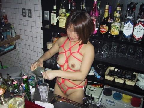 どこでもすぐに全裸になっちゃう素人痴女娘の野外露出エロ画像 141