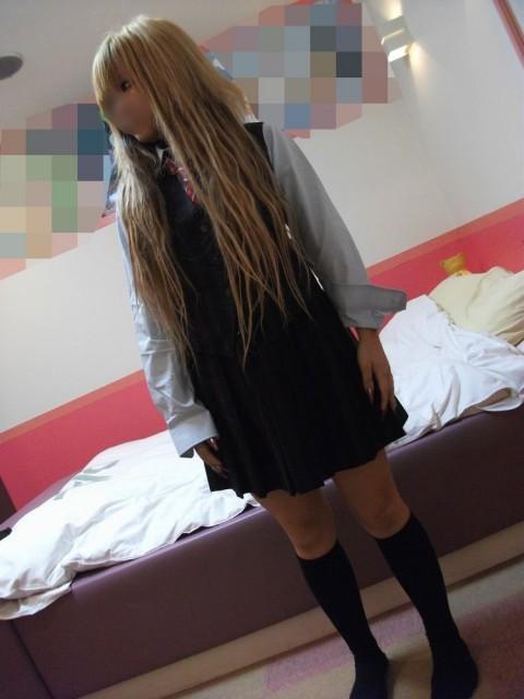 デリヘル嬢のパイパンギャルにJKの制服コスプレさせてハメ撮り 1425