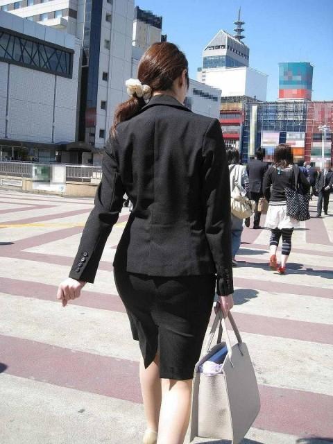 まだ若い新入社員に見える素人OLの後ろ姿の街撮り盗撮エロ画像 1628