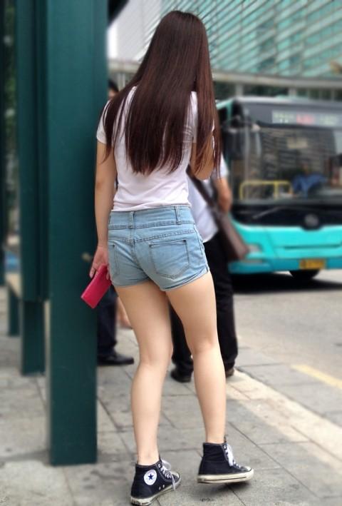 街撮りした素人娘の生足太ももエロ画像 163