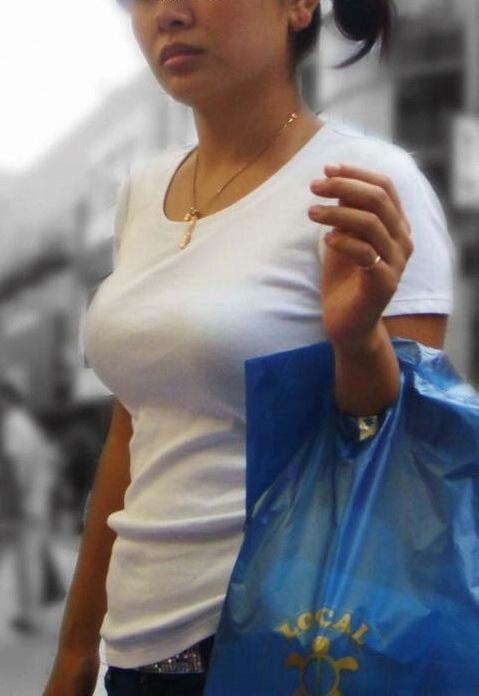 爆乳素人娘の着衣おっぱいエロ画像 2410