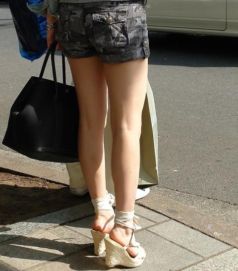 街撮りした素人娘の生足太ももエロ画像 261