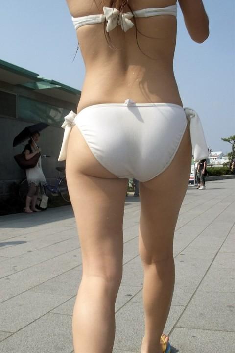 股間が熱くなる素人娘たちのビキニ姿の水着エロ画像 267