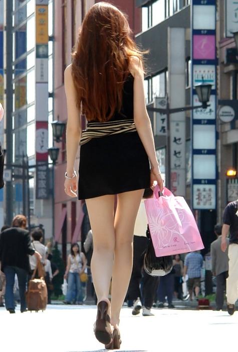 街撮りした素人娘の生足太ももエロ画像 271