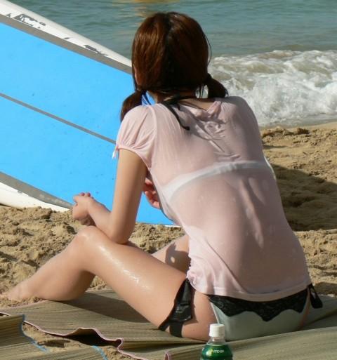 股間が熱くなる素人娘たちのビキニ姿の水着エロ画像 285