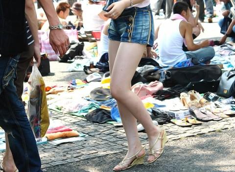 街撮りした素人娘の生足太ももエロ画像 33