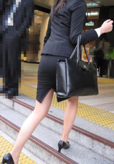 まだ若い新入社員に見える素人OLの後ろ姿の街撮り盗撮エロ画像 528