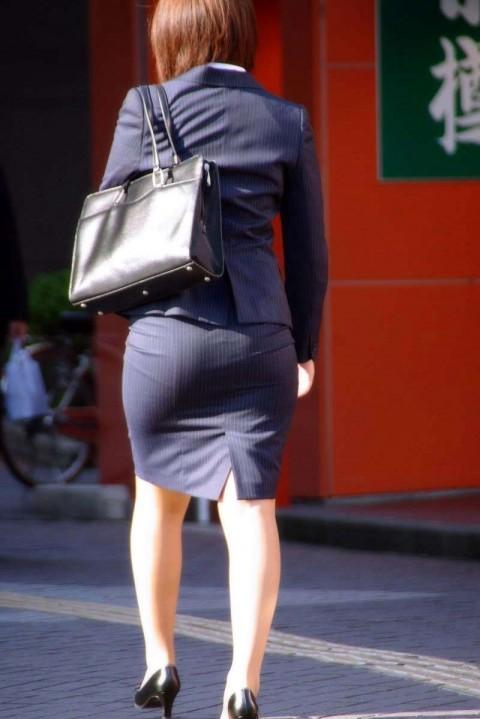 まだ若い新入社員に見える素人OLの後ろ姿の街撮り盗撮エロ画像 628