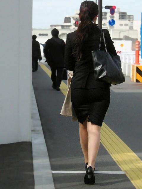 まだ若い新入社員に見える素人OLの後ろ姿の街撮り盗撮エロ画像 728