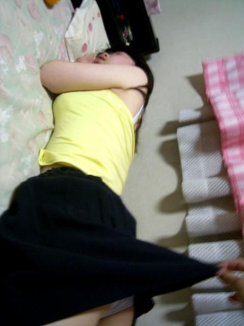 寝てる娘がセフレに激写されネット投稿された素人エロ画像 826