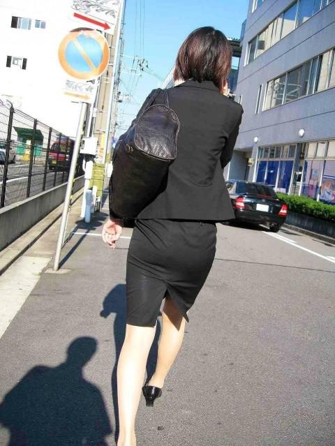 まだ若い新入社員に見える素人OLの後ろ姿の街撮り盗撮エロ画像 828