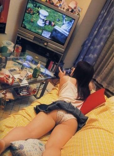 生活感が出過ぎてる素人娘が部屋でくつろぐエロ画像 1029