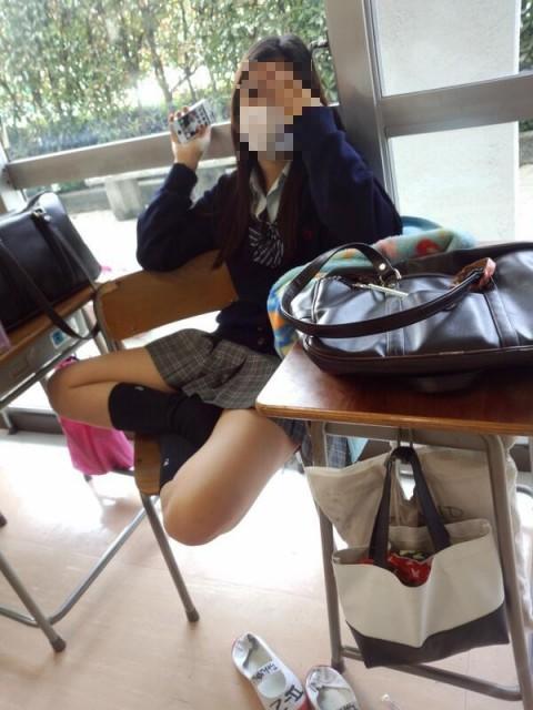 可愛らしい女子校生が友達と悪ふざけしてる素人エロ画像 116
