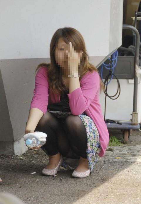 レギンスだからと油断してる素人娘が透けパンツしてるエロ画像 168