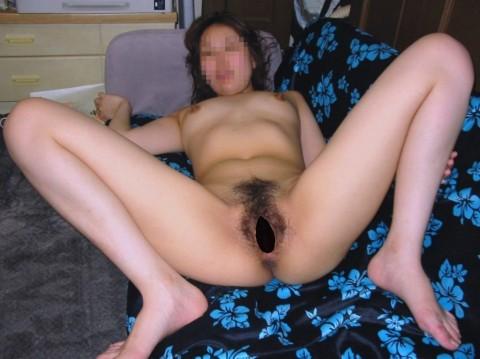 M字開脚でおまんこを晒す素人痴女のエロ画像 2214