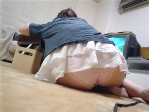 生活感が出過ぎてる素人娘が部屋でくつろぐエロ画像 23