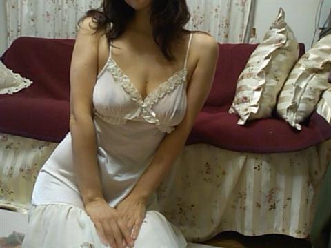 生活感が出過ぎてる素人娘が部屋でくつろぐエロ画像 25