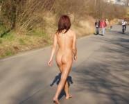 野外露出に人生掛けてる素人娘達のエロ画像 307