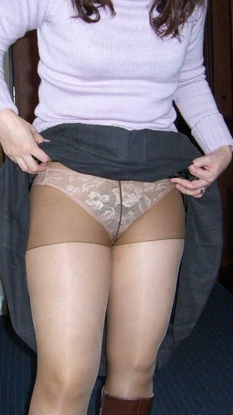 垂れた体つきに興奮する素人妻や熟女のエロ画像 32