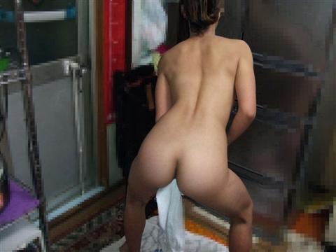 生活感が出過ぎてる素人娘が部屋でくつろぐエロ画像 42