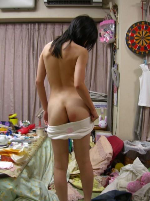生活感が出過ぎてる素人娘が部屋でくつろぐエロ画像 430