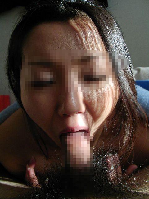 フェラチオ頑張りすぎて変顔になっちゃてる素人娘のエロ画像 49
