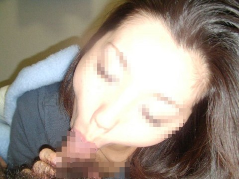フェラチオ頑張りすぎて変顔になっちゃてる素人娘のエロ画像 510