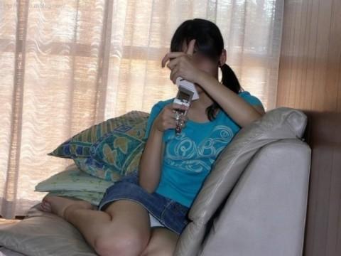 生活感が出過ぎてる素人娘が部屋でくつろぐエロ画像 561