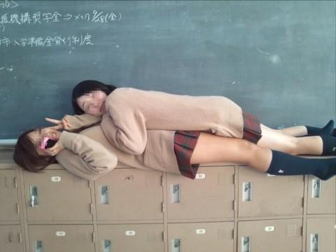 悪ふざけし過ぎな女子校生や女子大生の素人エロ画像 610