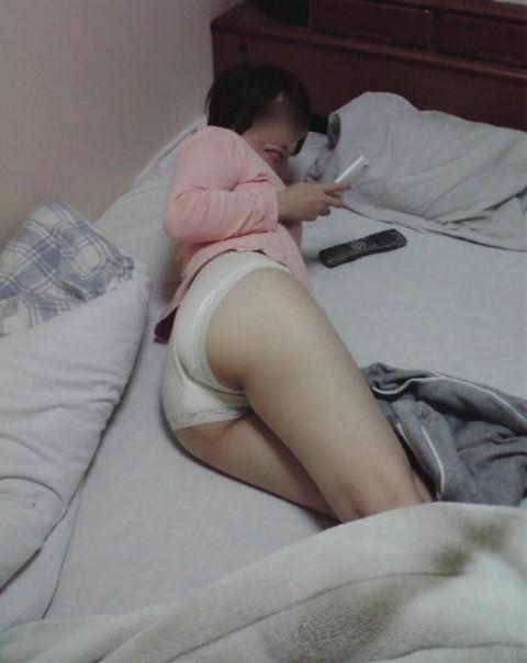 生活感が出過ぎてる素人娘が部屋でくつろぐエロ画像 681