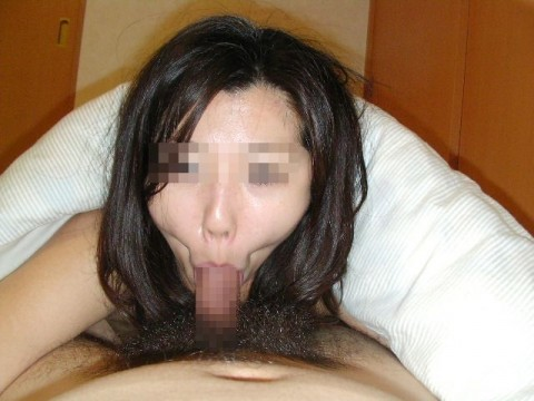 フェラチオ頑張りすぎて変顔になっちゃてる素人娘のエロ画像 710