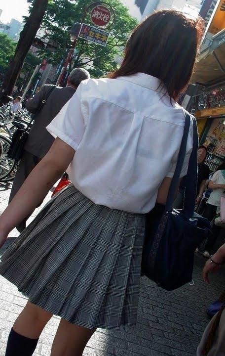 透けブラしてるJKたちの街撮りエロ画像 ero124
