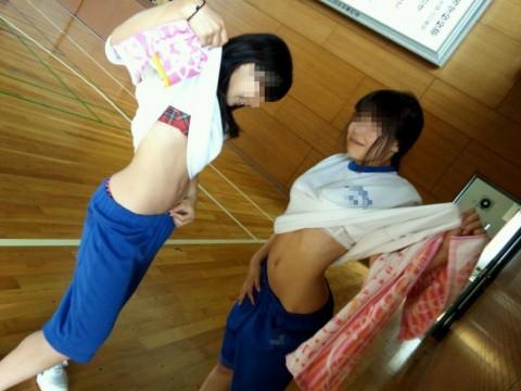 尋常じゃないおふざけしてる女子校生のエロ画像 ero1632