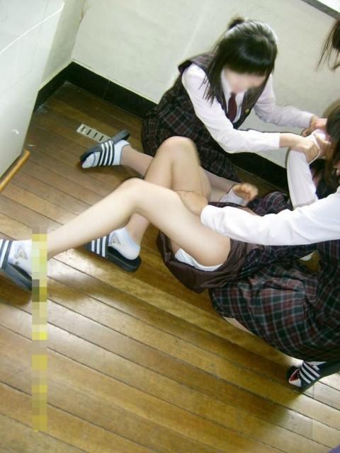 尋常じゃないおふざけしてる女子校生のエロ画像 ero1732