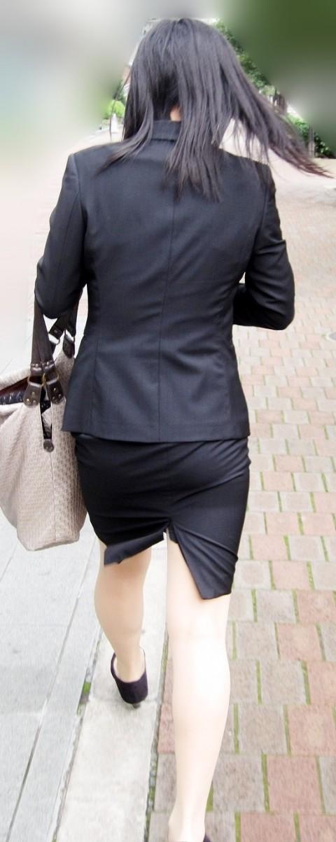タイトなスーツのスカートがむっちりしたお尻でぱっつんしてる素人OLのエロ画像 ero188