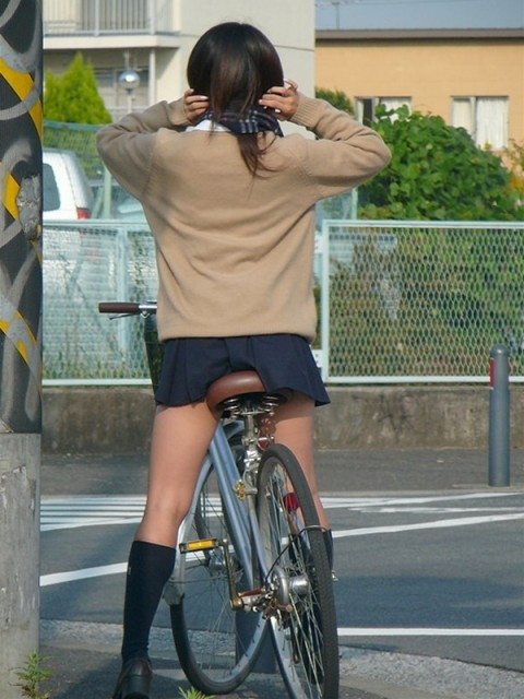 ガチ素人JKを街撮りした太ももが抜けるエロ画像 ero330