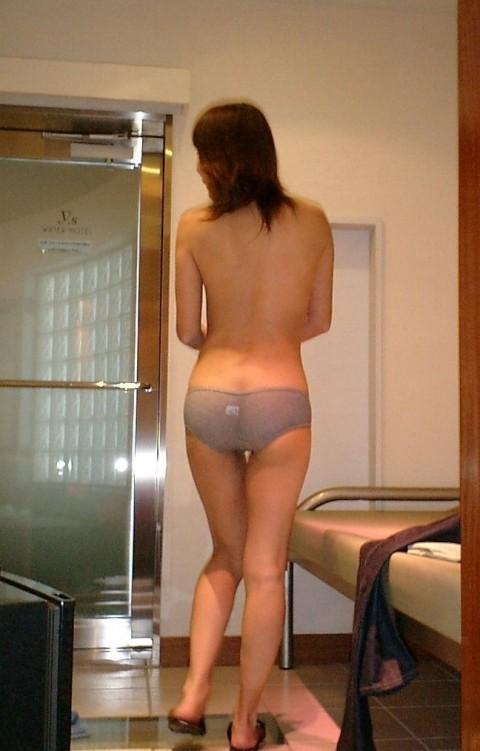 引き締まってたり弛んでたりする素人娘のお尻のエロ画像 ero625