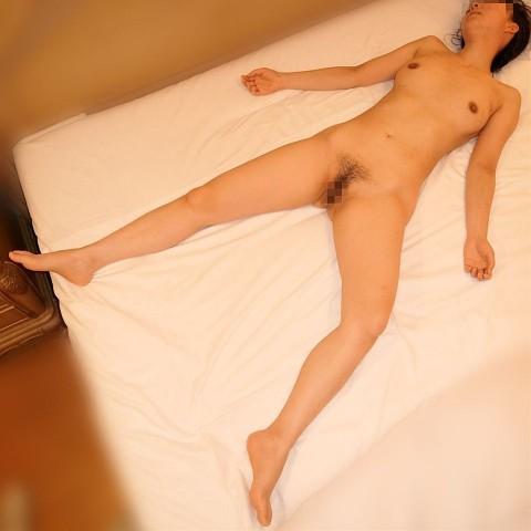 セックスした後に寝バックレする彼女を激写した素人エロ画像 ero821