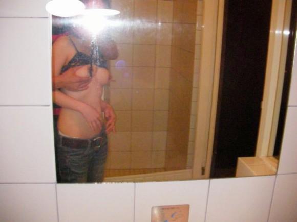 鏡越しに撮影された素人カップルのハメ撮りエロ画像 1121