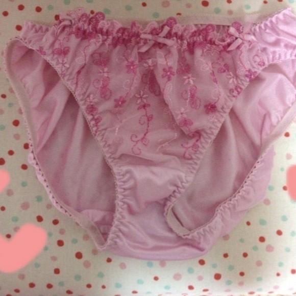 ブルセラで使用済み生パンツを売ろうとしてる素人娘の下着エロ画像 1183