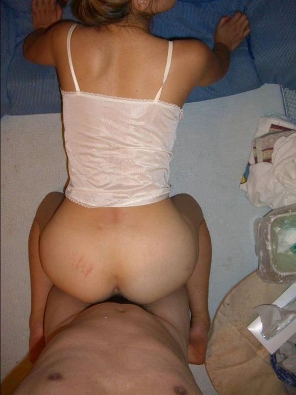 生々しさがヤバい素人娘の着衣セックスのハメ撮りエロ画像 1720