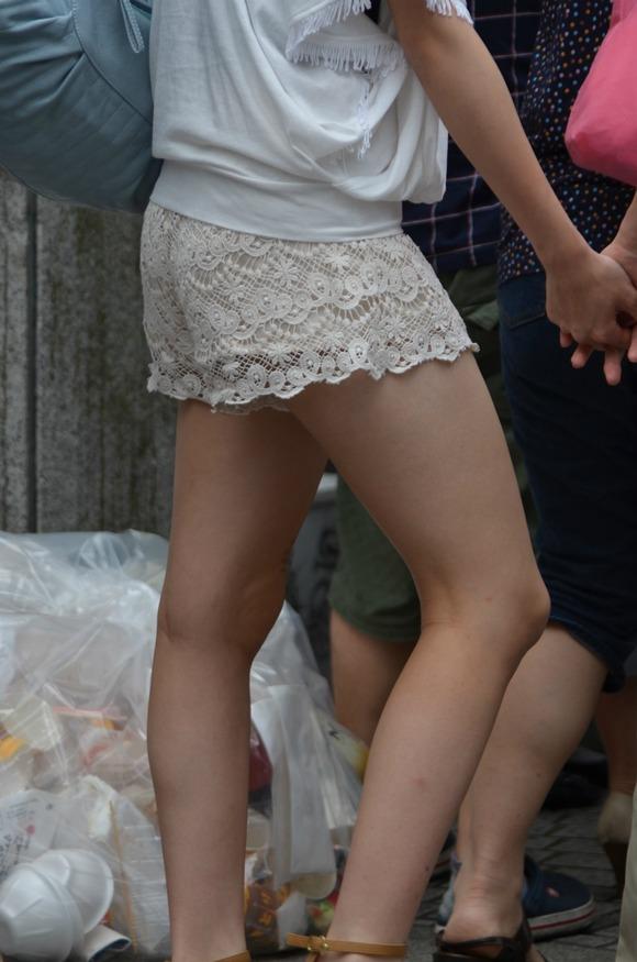 街なかで日常的に見ることの出来る素人娘の太ももエロ画像 2027