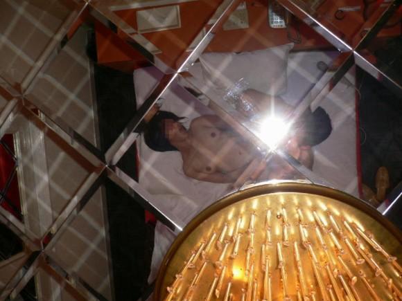 鏡越しに撮影された素人カップルのハメ撮りエロ画像 2121