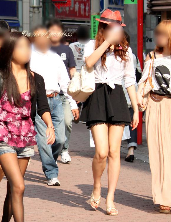 街角の日常風景に居る素人娘をエロ目線で見たエロ画像 2122