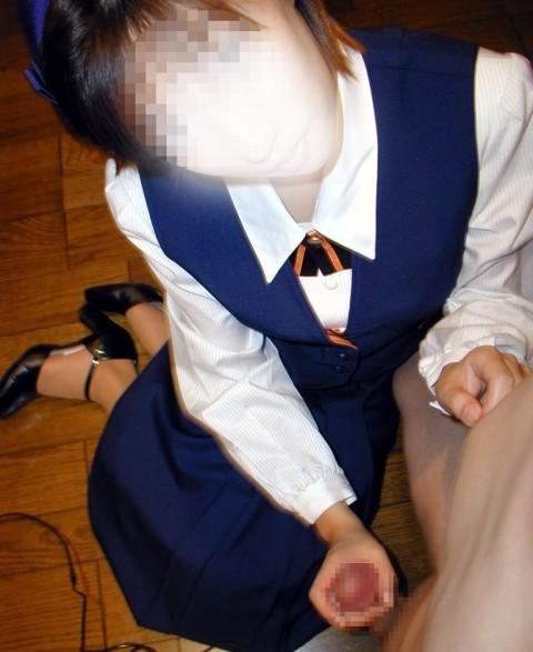 彼氏や旦那のオチンポを丁寧に手コキ足コキする素人娘のエロ画像 2155