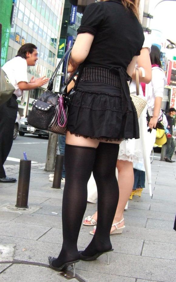 街で生撮りされた素人娘のニーソのエロ画像 2212