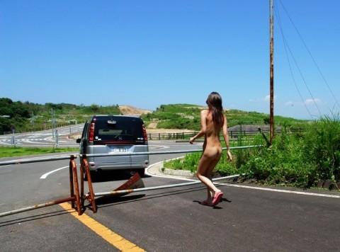 男にとってラッキーな性癖を持つ素人痴女娘の野外露出エロ画像 2266