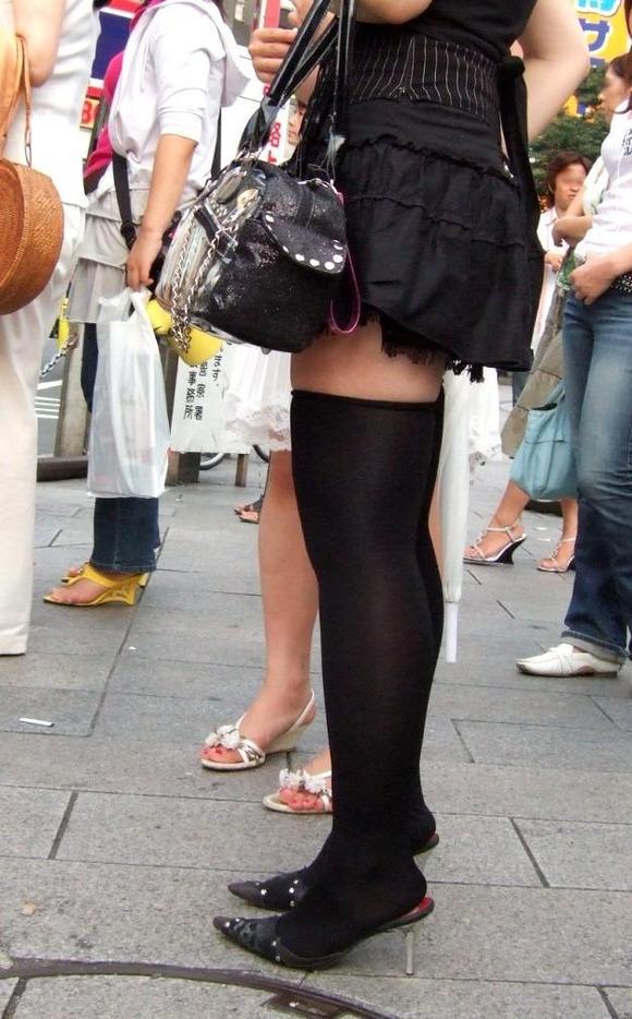 街で生撮りされた素人娘のニーソのエロ画像 2310